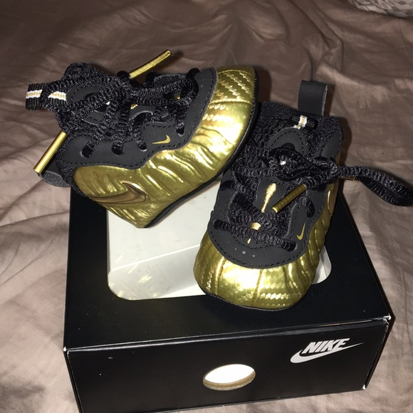 1b5923c3c21fc NIKE FOAMS METALLIC GOLD AND BLACK INFANT SIZE 1!